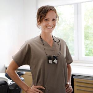 Meine Name ist Dr Marie-Charlott Neumann, ich bin Zahnärztin in eigener Praxis mit ganzheitlichem Schwerpunkt und Mentorin/Coach.